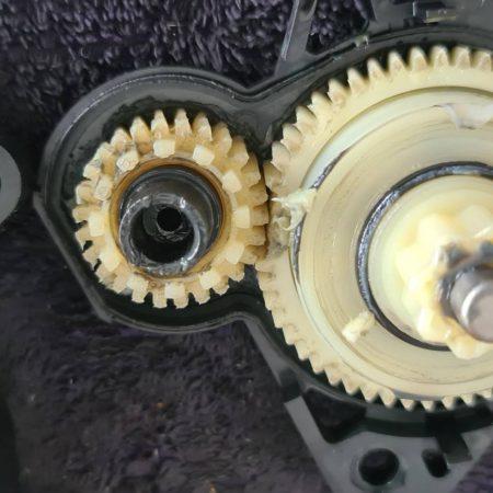 เปลี่ยนเฟืองในมอเตอร์กระจก Mazda3